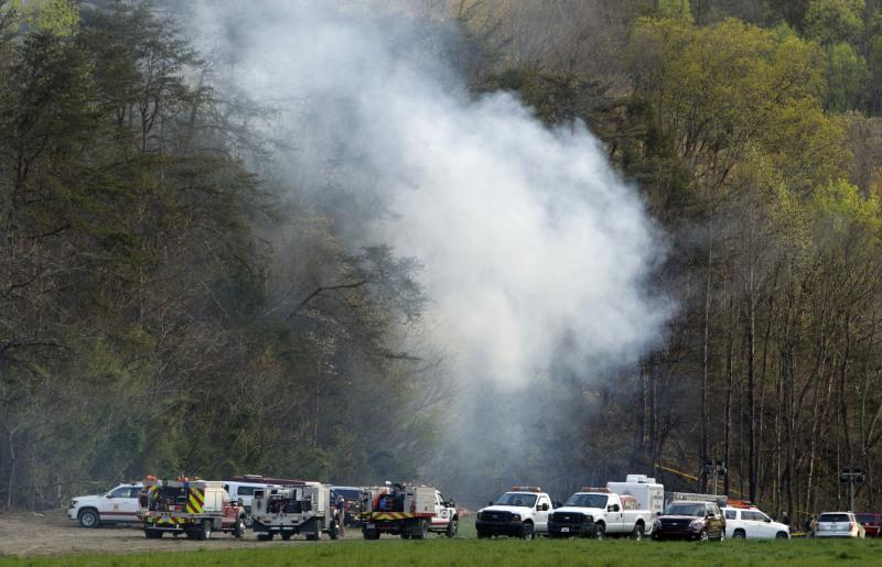 Emergency+vehicles+on+the+scene+after+a+helicopter+crashes+in+Pigeon+Forge.