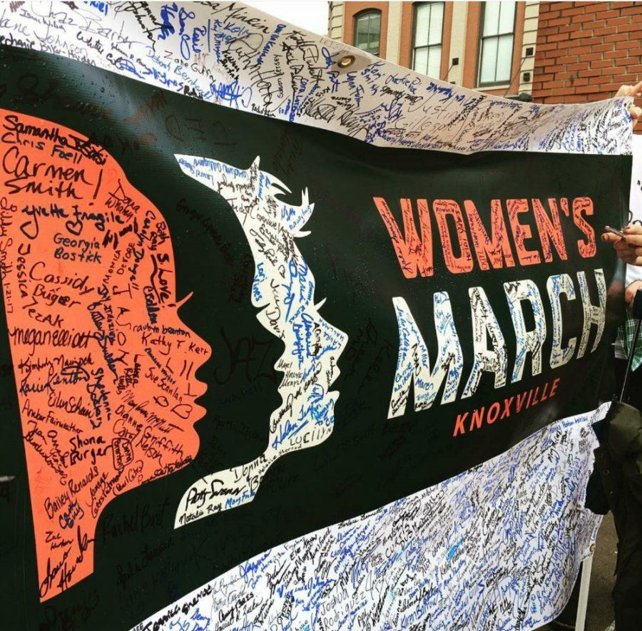 The+Women%27s+March+takes+place+in+Knoxville%2C+TN.+The+banner+has+the+signatures+of+those+who+intended%2C+including+Kylie+Preston+%2812%29+and+her+friends.